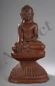 Buddha Maravijaya  assis sur un double haut socle lotiforme godronné. Bois laqué. Birmanie. Royaume des Etats Shan. 18 ème siècle.  Ht 60cm