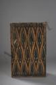 Deux panneaux incisés de motifs géométriques provenant de maison Toba. Bois polychromé aux pigments noirs, blancs rouges et jaunes. Sumatra. Indonésie. Batak.
