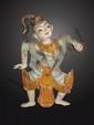 Figuration d'un danseur  vêtu de son costume professionnel. Bois polychrome. Birmanie. 19 ème siècle.  49cm.