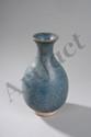 Vase Junyao de forme globulaire à col évasé en grès porcelaineux à glaçure monochrome lavande. Chine. Dynastie Ming. 1368 à 1644.  Ht   19,5cm. Diam au col   6cm.