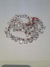 Collier recomposé selon la tradition de perles cristal de roche et pate de verre. Inde.