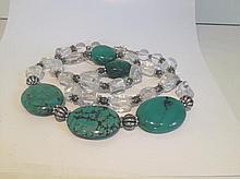 Collier recomposé selon la tradition de perles de turquoise, cristal de roche et métal argenté. Laddak.
