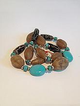Collier recomposé selon la tradition de perles de turquoise, agate, perle gzi de pate de verre et métal argenté. Tibet.