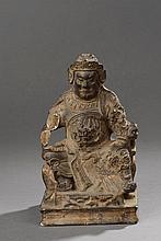 Guandi le Dieu de la guerre assis sur un trône dans une attitude martiale. Bois doré. Chine. Dynastie ming. 1368 à 1644. Ht  21cm x  12,5cm. Cassure  à une main.
