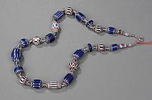 Collier recomposé selon la tradition de perles de pate de verre de Venise et métal argenté Tribut Banjarat du désert du Thar.