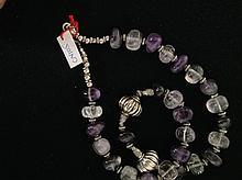 Collier recomposé selon la tradition de perles d'amethyste, cristal de roche et métal argenté.  Radajasthan.