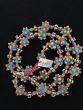 Collier recomposé selon la tradition de perles de pate de verre de Venise et métal argenté.   Tribu Banjarat.  Désert du Thar.