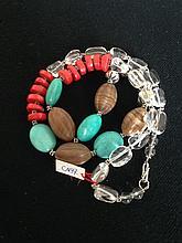 Collier recomposé selon la tradition de perles de turquoises, corail, crital de roche, agate et métal argenté.  Tibet.