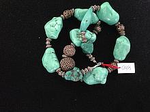 Collier recomposé selon la tradition de perles de turquoise et métal argenté.  Tibet.  .