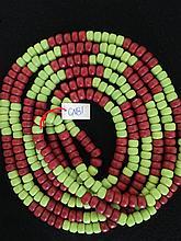 Collier recomposé selon la tradition de perles de pate de verre.  Tribu Banjarat.  Désert du Thar.