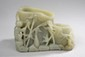 Objet de lettré, porte brosse à double récipient en forme de bambou habité d'un petit personnage . Jade. Chine. Dynastie Qing. 19 ème siècle. Ht 11cm.
