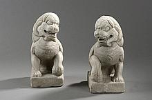 Paire de chiens de Fô. Marbre blanc. Chine. Dynastie Qing. 30cm