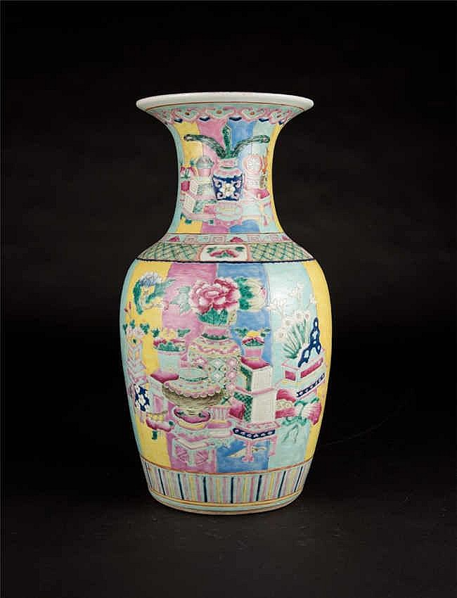 Qing, Gaungxu Famille-rose Vase with Birds and Flowers 清光绪粉彩花鸟瓶
