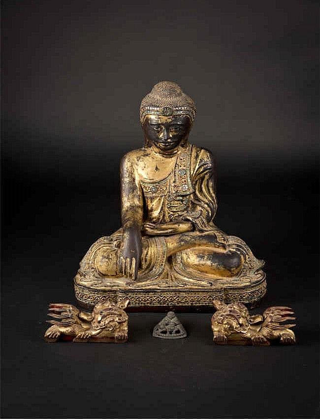 Mandalay Wooden Sitting Buddha-Subduing Mara with a pair of Qing lion