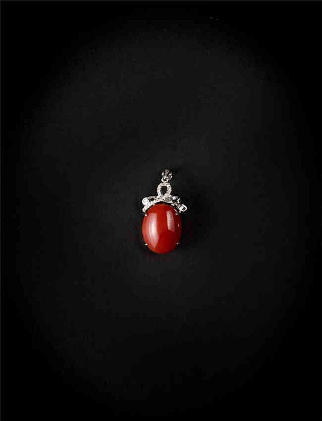14K White Gold , Red Coral & Diamond Pendant, AIG Certification. 14K白金,红珊瑚钻石吊坠,AIG认证.