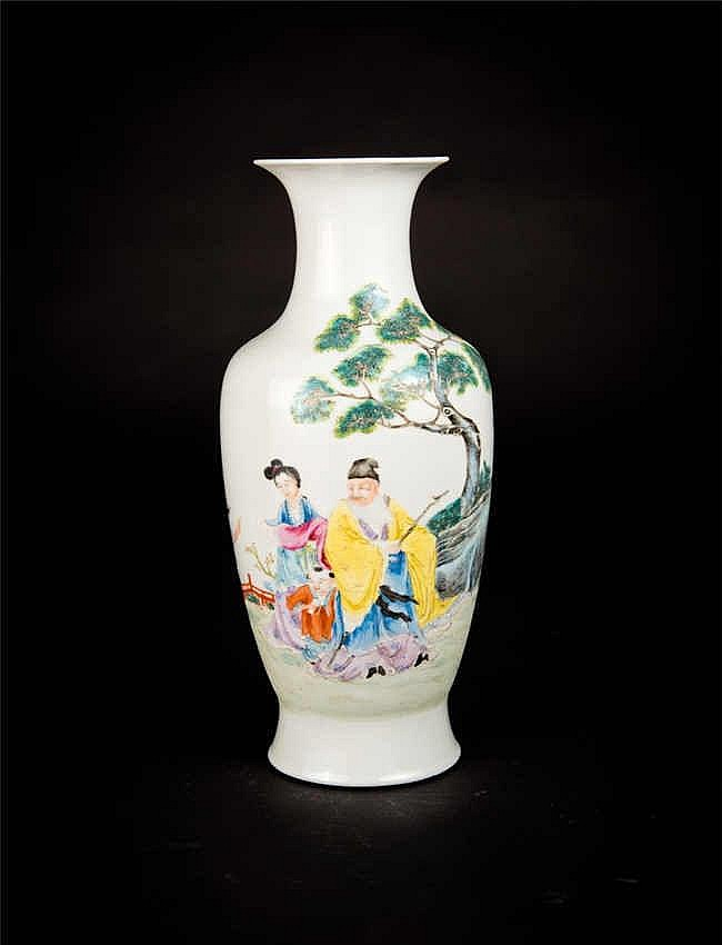 Republic Period Famille-rose Vase with Figures Scene民国粉彩人物瓶 高 (Height):34cm