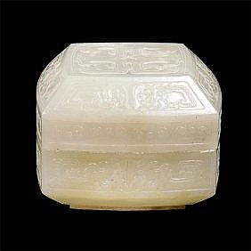 Jade Dragon Box with Cover 白玉雕龙纹盖盒 高(Height): 5.1cm 宽(Width):6.7cm 重 (Weight) : 131g