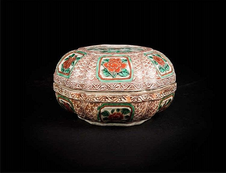 Qing (after Ming) Wucai Fruit Box with Cover