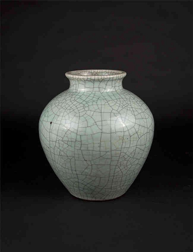 Qing Yongzheng Jar with Crackles