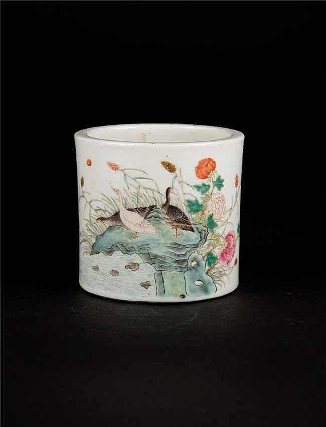 Republic Period Brushpot with Birds and Flowers 民国仿乾隆花鸟笔筒 高(Height): 12.2cm 宽(Width):20.0cm