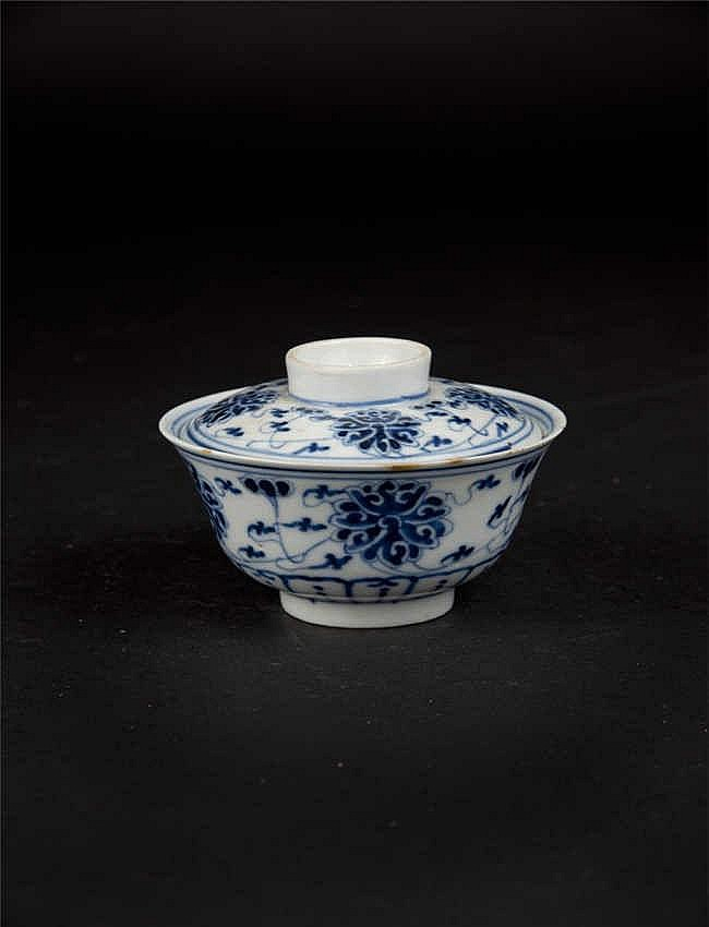 A blue & white cup and cover decorated throughout with lotus sprays; the top of the cover and base of the cup with six-character Xuantong marks and of the period
