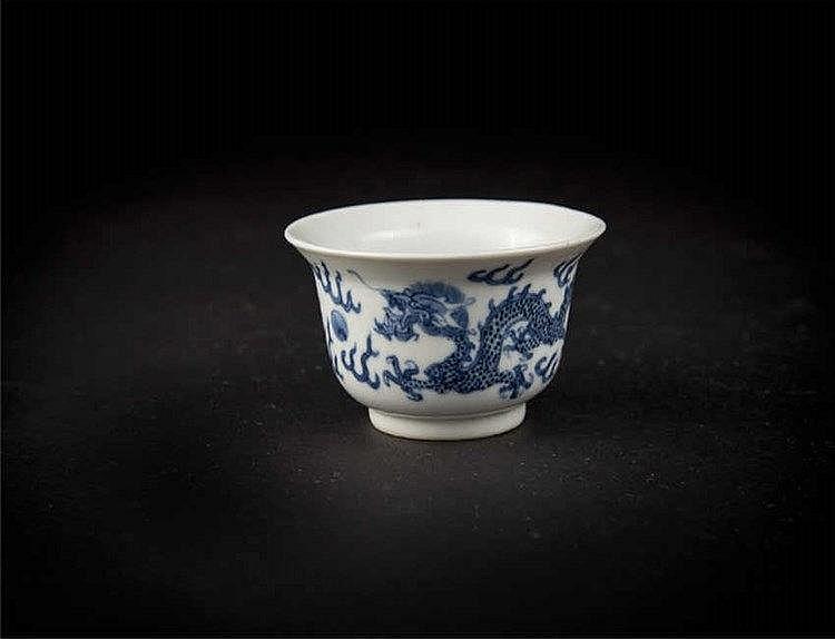 "A blue & white ""dragon"" cup depicting a prancing dragon amidst clouds; Jin Tang fu ji mark to the base, 19th century 清光绪青花龙纹杯(锦堂发记)"