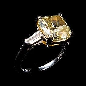 Natural Fancy Yellow Diamond Ring 4.07 cts , Clarity VS1, GIA and Nanyang Certification 天然绚丽黄色钻戒