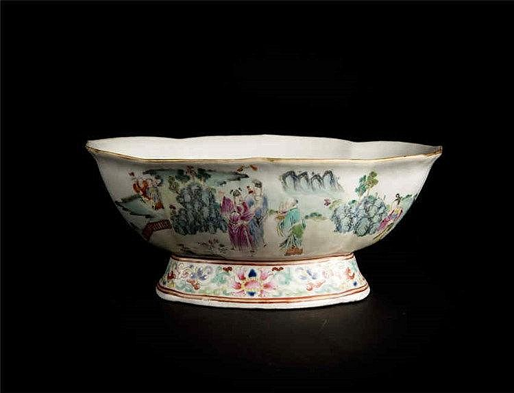 Qing, Daoguang Famille-rose Foliate Rim Stem Platewith Eight Immortals 清道光 粉彩八仙庆寿海棠式笽 篆书款