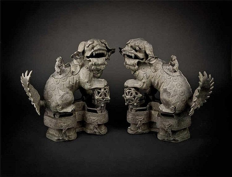 Ming, A Pair of Sandalwood Lion Censer 明代狮子檀香炉(一对) 高 (Height): 27.0cm 宽(Width):37.0cm 重 (Weight) : 1.5Kg