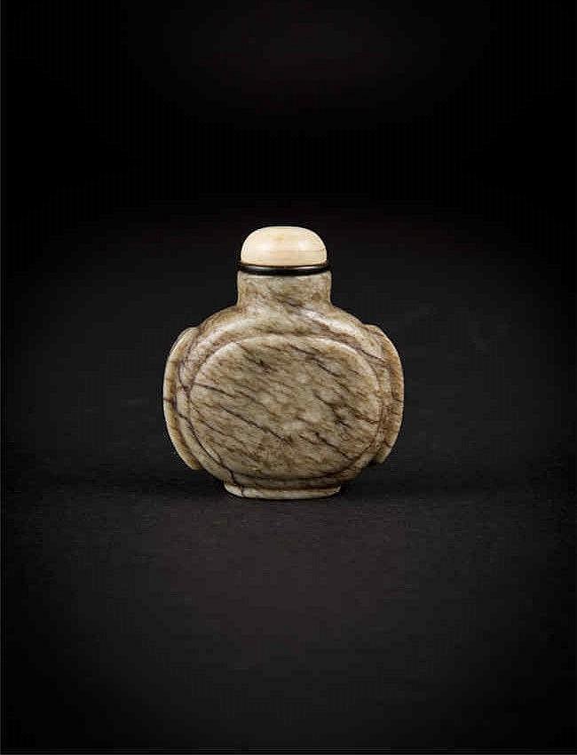 Qing, Celadon Jade Snuff Bottle 清 青白玉黑丝鼻烟壶 高(Height): 7.0cm 宽(Width):4.2cm 重 (Weight) : 113g