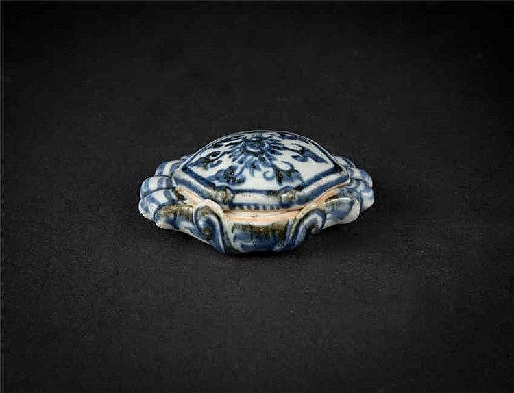 Ming, Blue and White Crab-form Washer with Cover 明青花螃蟹带盖水孟 高 (Height): 3.7cm 宽(Width):9.9cm