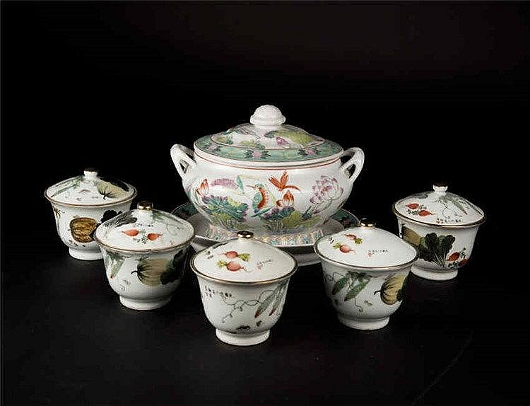 Republic Period Famille-rose Service Set of Covered Bowl 民国, 粉彩清白传家盖碗(一组六件)