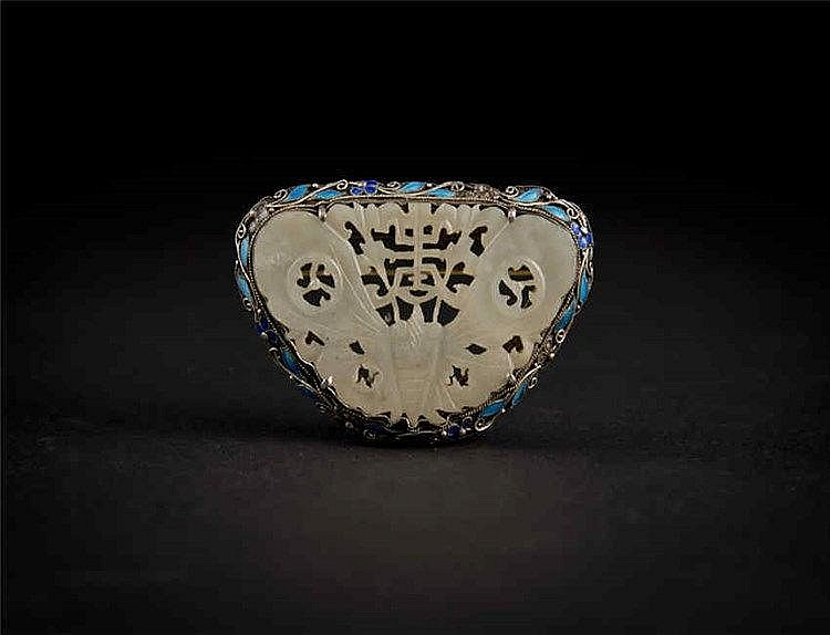 Famille-rose Silver Butterfly inlaid with Jade 银珐琅彩包玉蝴蝶 长(Length):6.9cm 重 (Weight) : 28g