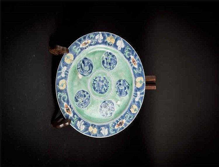 Qing, Kangxi Blue and White on Green Ground Floral Plate 清康熙 缘地青花盘 宽(Width):22.0cm
