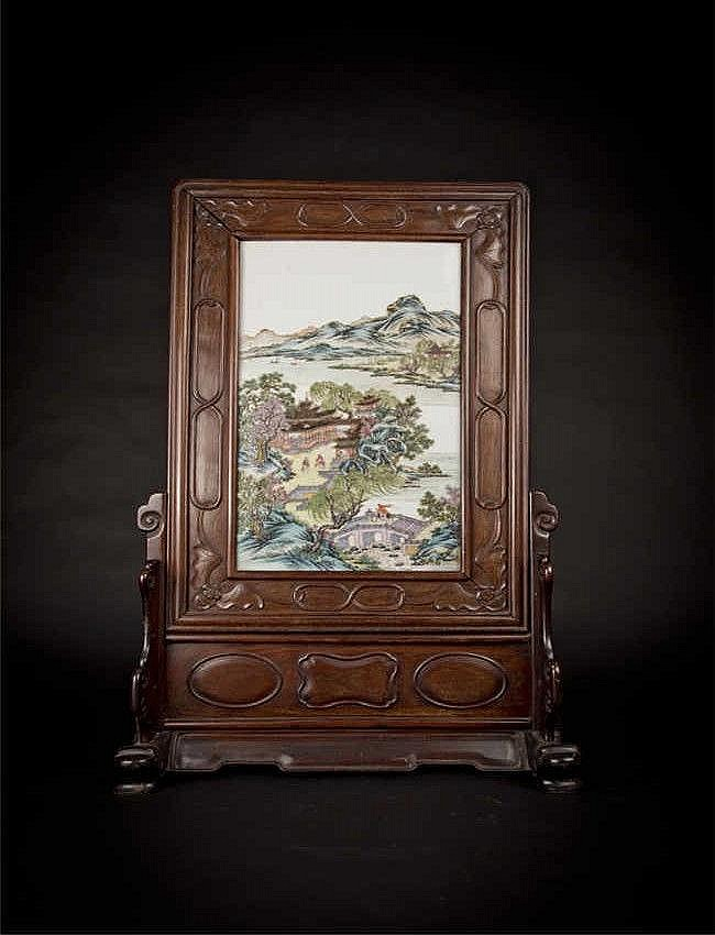 Qing, Qianlong Famille Rose Porcelain Plaque Table Screen with Figural Landscape 淸乾隆粉彩山水人物瓷板插屏 长(Length):47.4cm