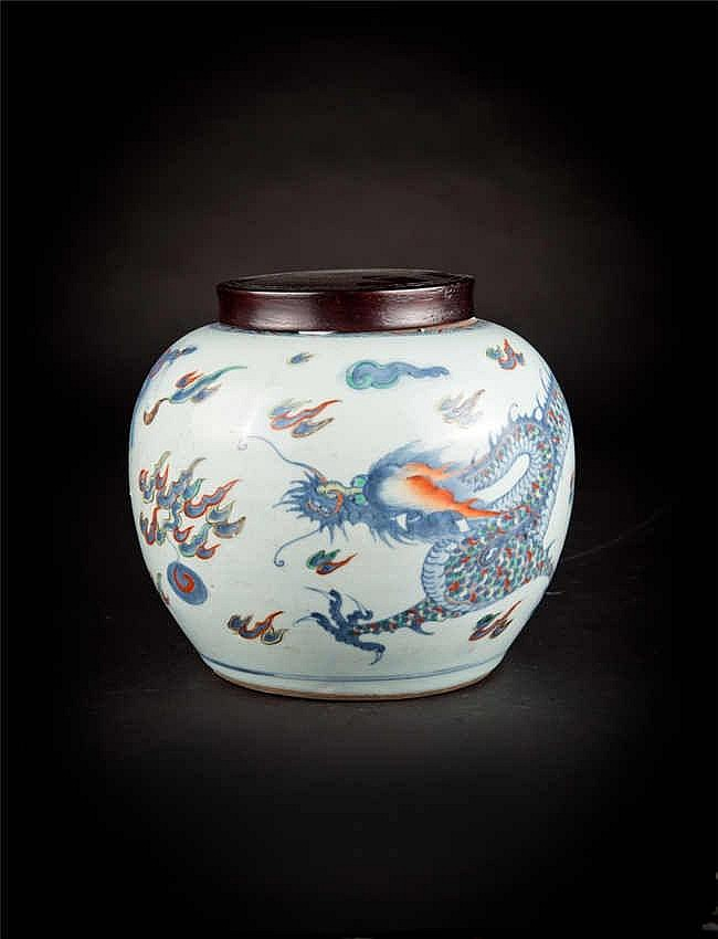 Qing, Doucai Dragon Jar 清雍正青花斗彩龙罐 高(Height):23.5cm 宽(Width):16.5cm