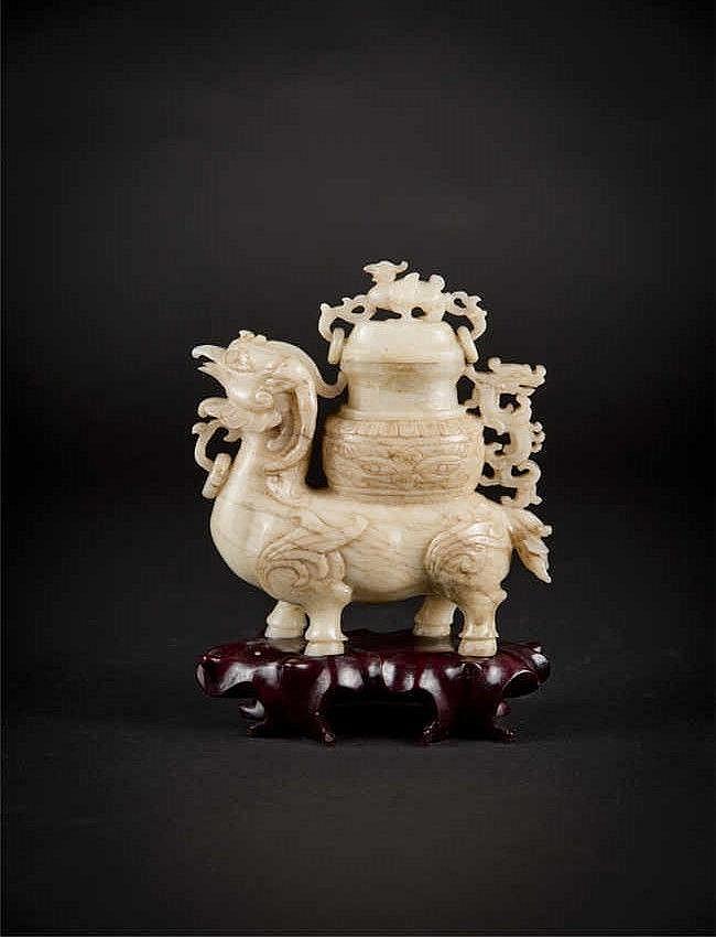 Qing, Jade Chicken Jun with Cover 清玉鸡尊瓶底坐带盖 高(Height): 17.3cm 重 (Weight) : 1196g