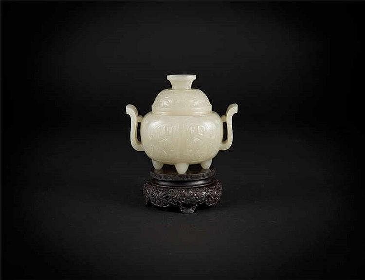 Qing, Jade Tripod Censer 清玉香炉 高(Height): 11.0cm 长(Length):14.5cm 重 (Weight) : 566g