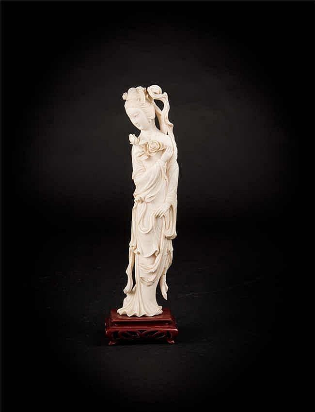 Ivory Lady Figure 象牙仕女(连座) 高(Height): ?cm 重 (Weight) : 582g