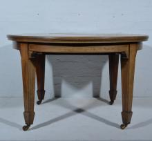 Victorian mahogany wind-out dining table, oval top with a moulded edge, box