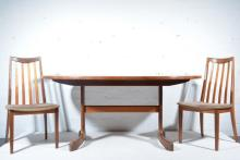 G-Plan extending dining table and four chairs, the oval top with with integ