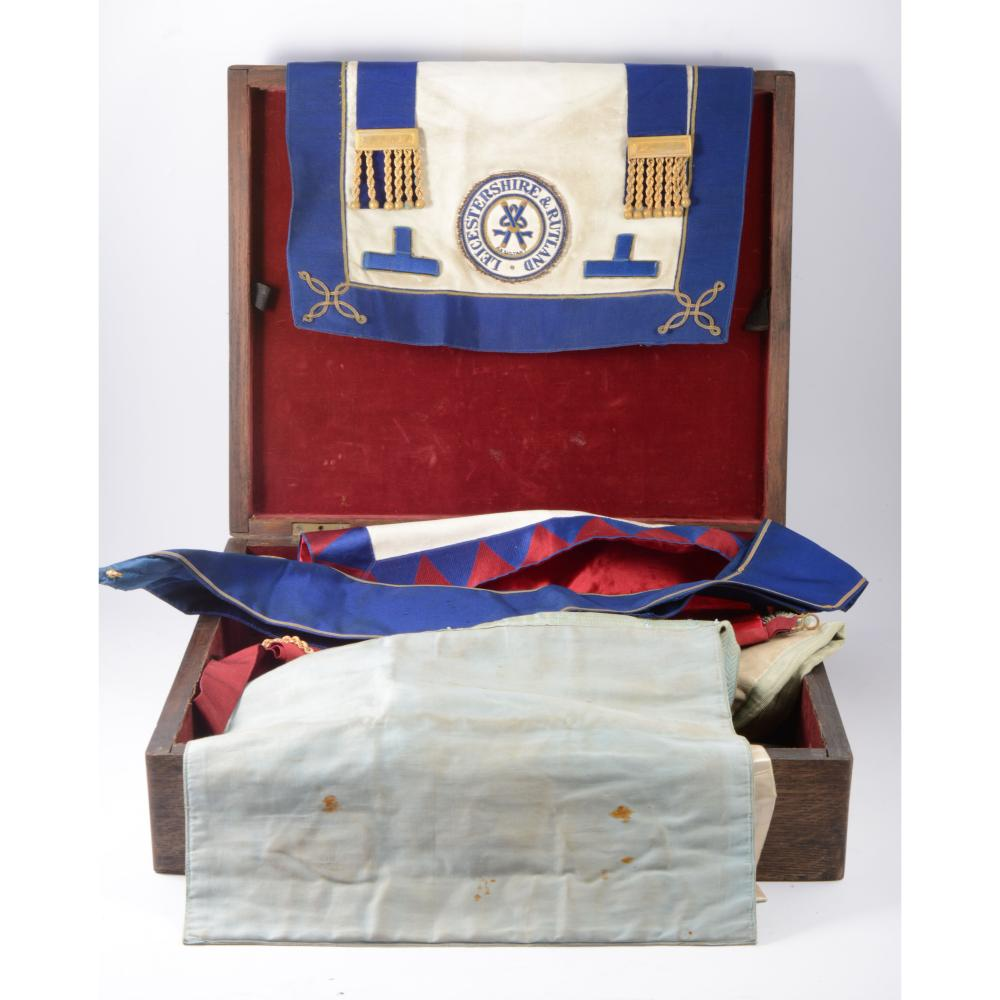 Leicestershire & Rutland Masonic aprons, collars and cuffs f