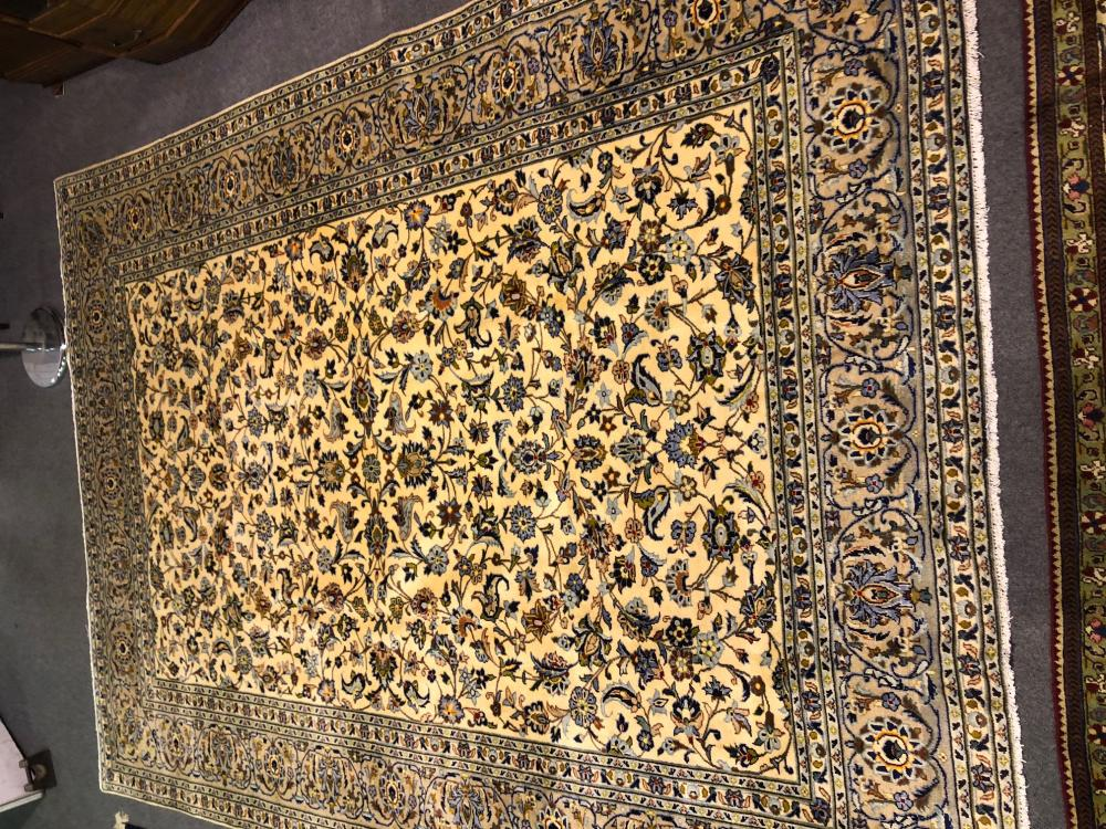 Kashan Rug Pale Ground With Floral Field Meandering Floral