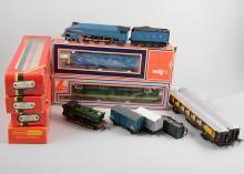 00 gauge railways, including Sir Nigel Gresley no.7 locomotive and tender,