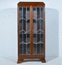 1930s oak glazed bookcase, housing three adjustable shelves, bracket feet,
