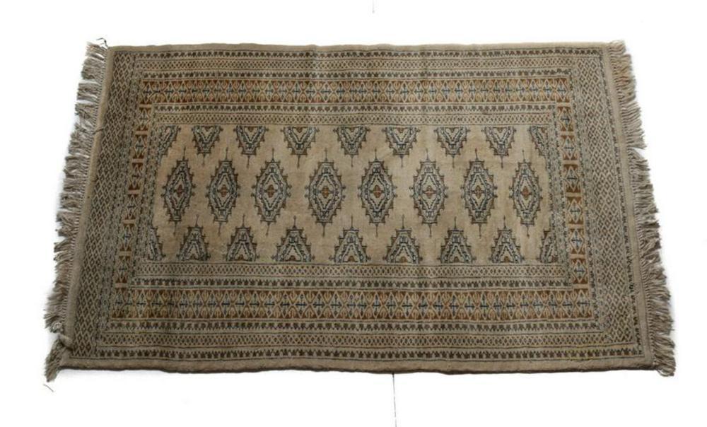 Pakistan Wool Rug, circa 1980. Beige Field Geometric Pattern