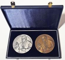 Set două plachete comemorative cu Papa Ioan Paul al II lea /Set two commemorative plaques with Pope John Paul II