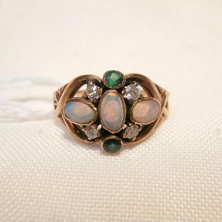 10kt opal pearl emerald ring
