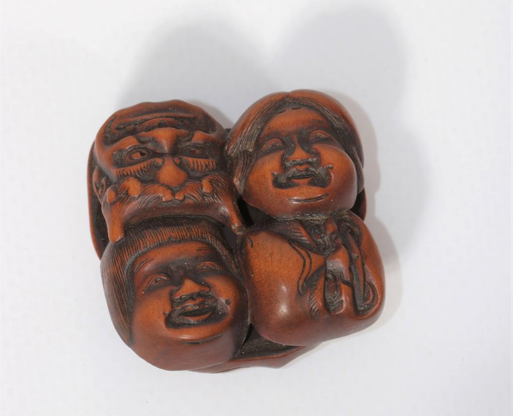 Japan wooden netsuke carved with 19th century masks Sizes: L=35mm l=35mm Weight (K): 0,009