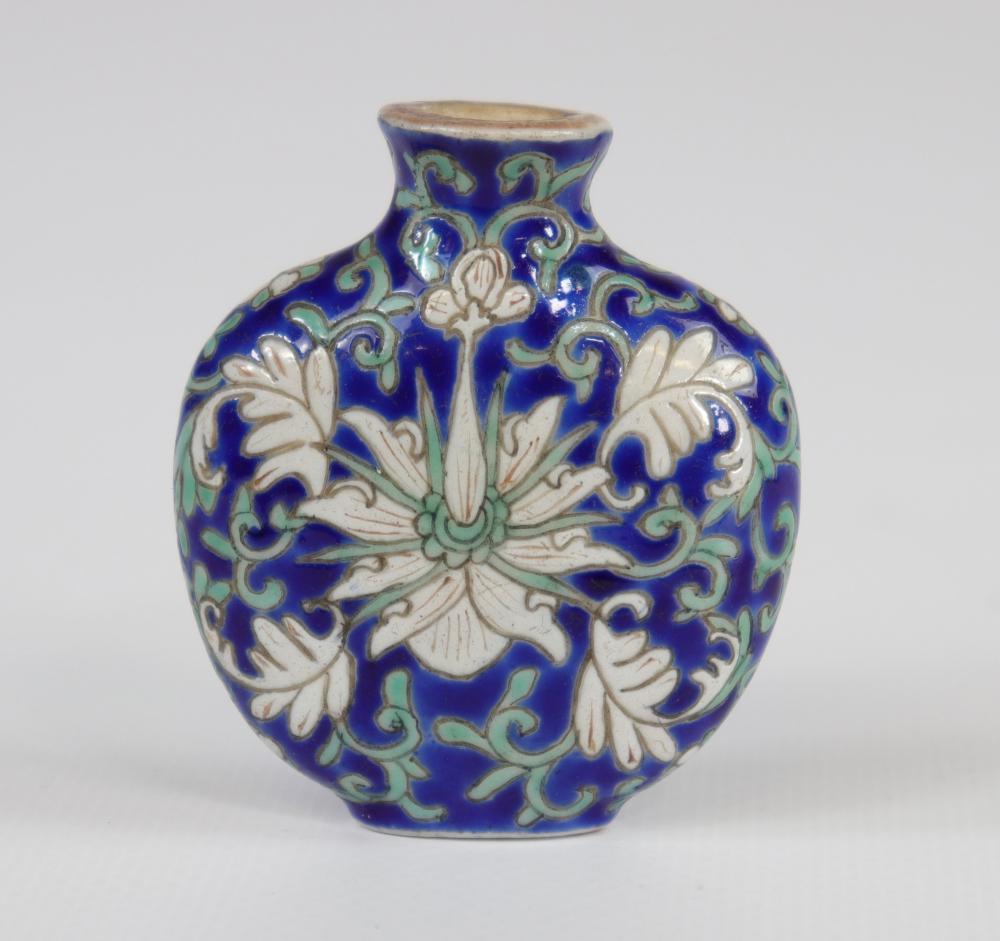 Porcelain snuff box, Qianlong brand, China 19th Sizes: H=60mm L=50mm Weight (K): 0,04kg